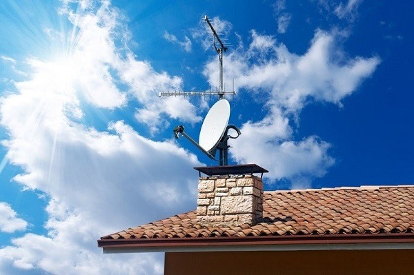 Outdoor TV antenna.